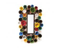 Ausgefallener Spiegel mit Lackdosen versehen Bunt