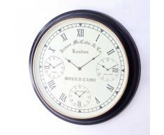 Uhr in Braun Weiß Wand