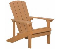 Gartenstuhl Heller Holzfarbton Holzwerkstoff breite Armlehnen Muskoka Adirondack Stil Terrasse