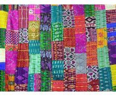 Indische Patchwork-Decke im klassischen Kantha-Stil, handgefertigt aus Patola-Seide, beidseitig verwendbar als Tagesdecke, Überwurf oder Wandbehang (152,4 x 228,6 cm) Von Bhagyoday.