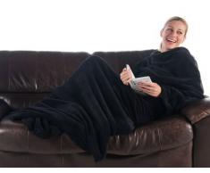 CelinaTex TV-Decke Kuscheldecke mit Ärmeln und Fußtasche XL 170 x 200 cm schwarz Coral Fleece Tagesdecke Ärmeldecke