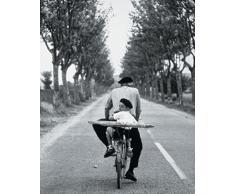 1art1 44539 Menschen - France, Eine Baguette Fürs Früchstück - Erwitt Poster Kunstdruck 30 x 24 cm