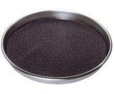 Servier-/Gläser-Tablett Rundes Tablett aus poliertem Edelstahl mit herausnehmbarer Antirutsch-Einlage (Kunststoff, waschbar bis 60° C). Randhöhe ca. 4 cm. Durchmesser ca. 40 cm.