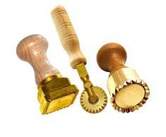 LaGondola SET: 1 professioneller Ravioli Stempel 45x55 mm, 1 runder professioneller Tortellini Stempel 50 mm Durchmesser und 1 professionelles Teigrädchen sternförmig aus Messing und Naturholz.