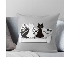 Schwarzweiss-Katzen auf einem Fünfzigerjahre Art-Weinlese-Sofa Kissen