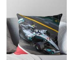 Valtteri Bottas fährt seinen Mercedes in die Box Kissen