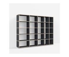 Individualisierbares Bücherregal aus Massivholz in Schwarz. Moderne Designer-Möbel nach Maß.