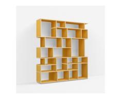Individualisierbares Bücherregal aus Spanplatte in Gelb. Moderne Designer-Möbel nach Maß.